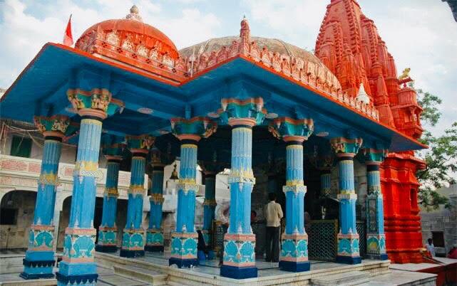 brahma-temple-red-walls-pushkar