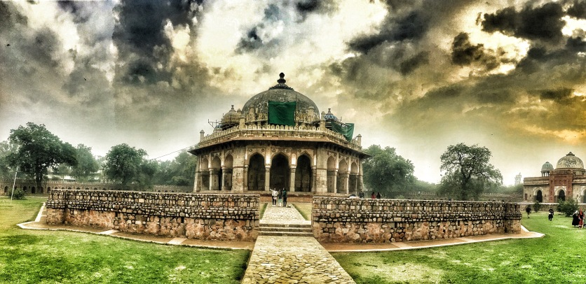 The mosque in Humayun Tomb(Being restored)