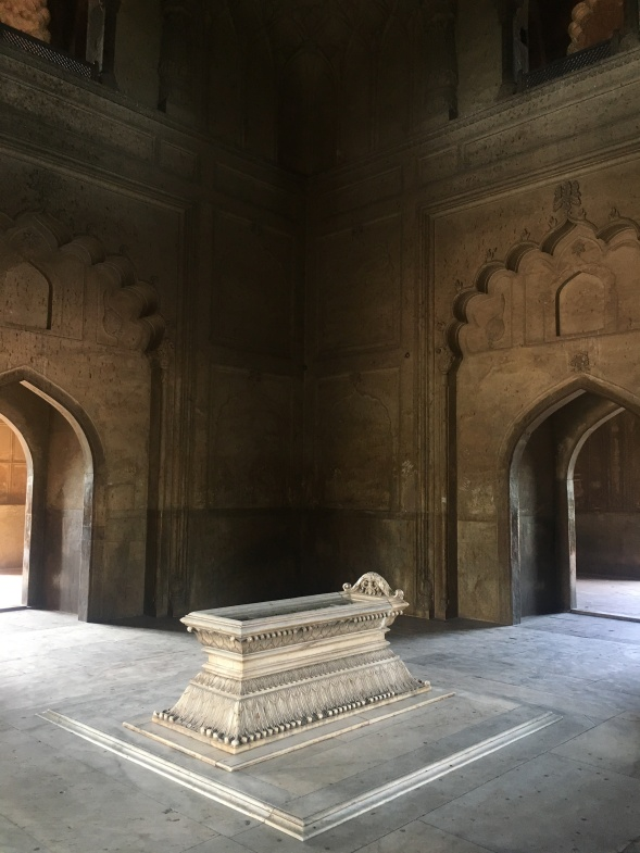 Safdarjung Tomb - The Grave
