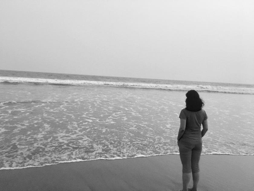 looking-into-sea-puri-odisha